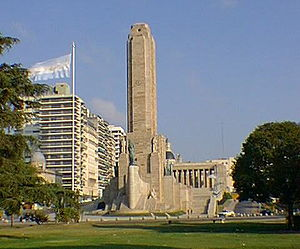 National Flag Memorial (Argentina) - The monument and flag