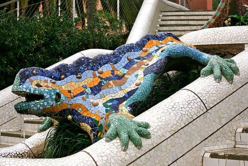 File:Mosaic Dragon at the Entrance to Parc Güell (4209214343).jpg