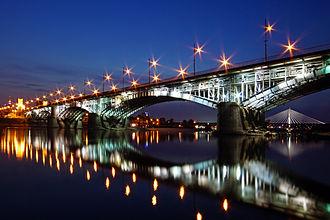 Poniatowski Bridge - Image: Most Poniatowskiego nocą