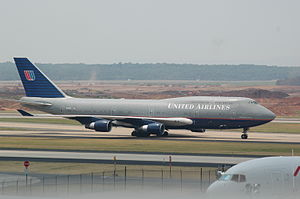 Boeing 747-422 registration N127UA at Dulles A...