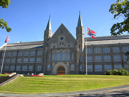 The main building of the Norwegian University of Science and Technology in Trondheim NTNU Trondheim Mainbuilding.jpg