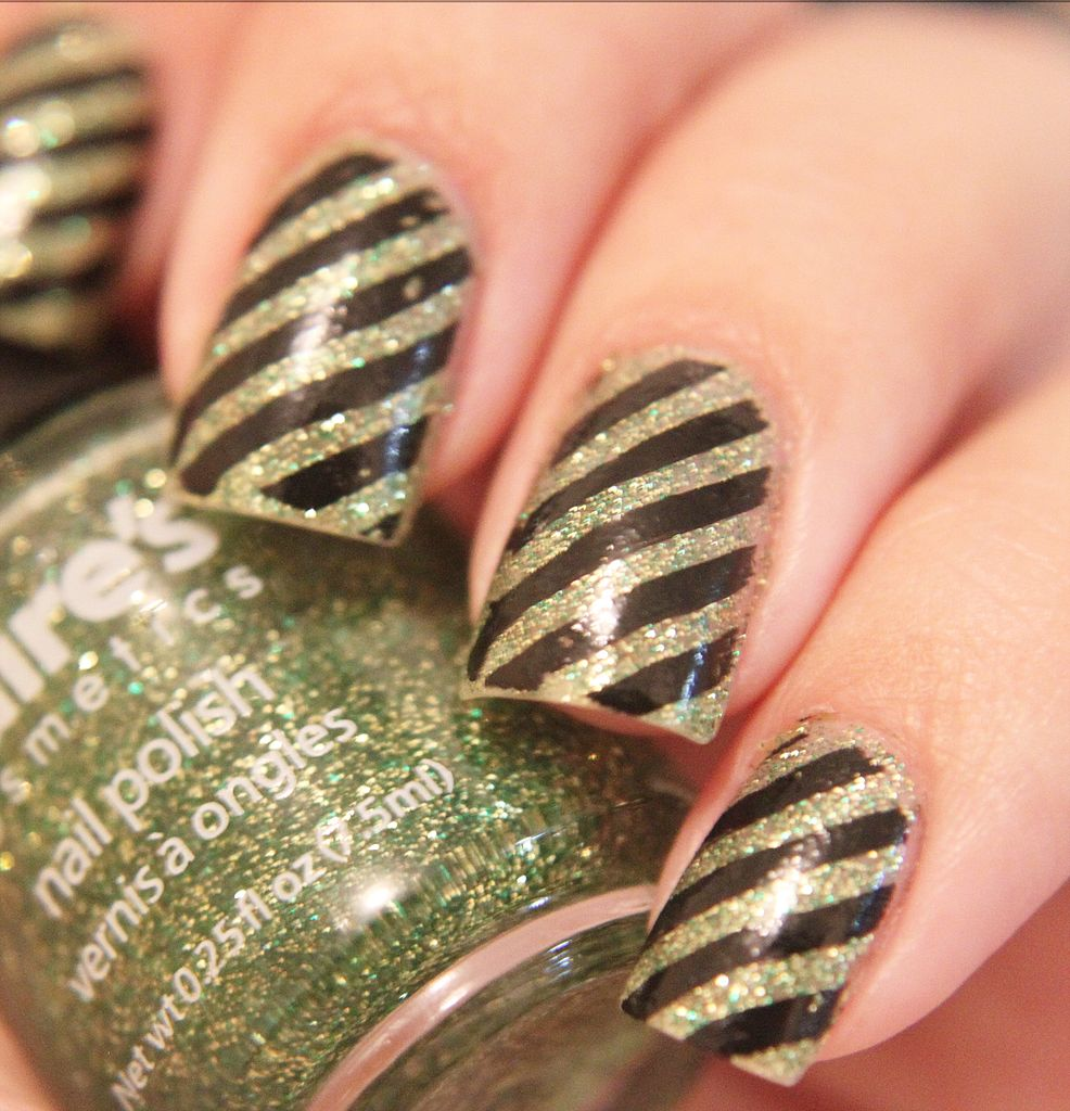 File:Nail art with stripes.jpg