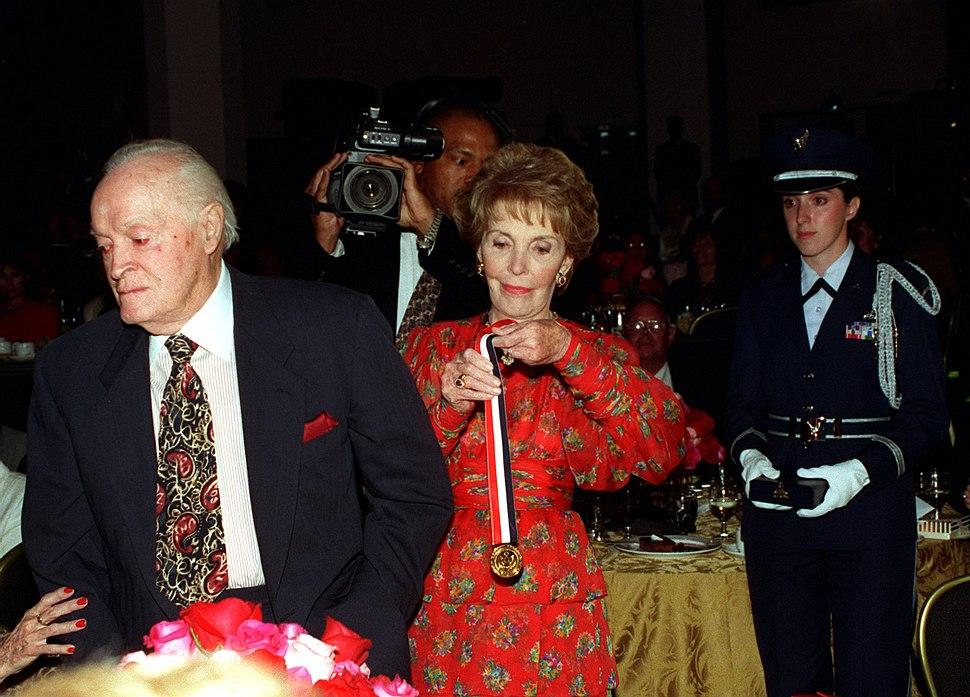 Nancy Reagan presents Ronald Reagan Freedom Award to Bob Hope