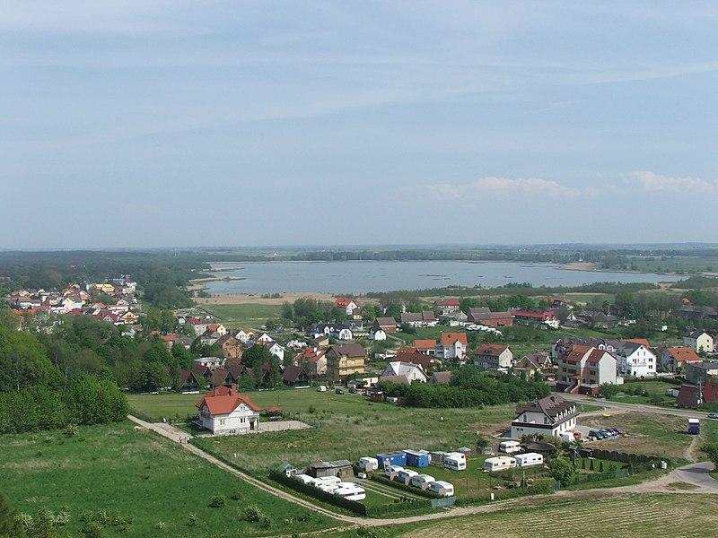 Niechorze – Widok z latarni morskiej na miejscowość oraz jezioro Liwia Łuża
