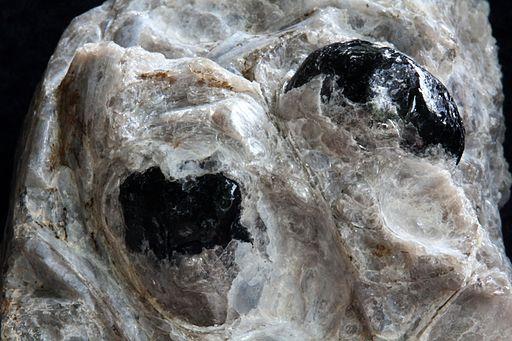 Obsydian (Łzy Apacza) w perlicie - Arizna. USA.