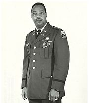 Official U.S. Army portrait of Earl Woods.jpg