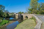 Old bridge upon Aveyron River in Montrozier 01.jpg