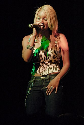 Olivia (singer) - Olivia performing in 2007