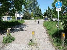 Osdorfer Straße. Links die Einmündung der Breitscheidstraße und rechts die Einmündung der Lenaustraße. - panoramio