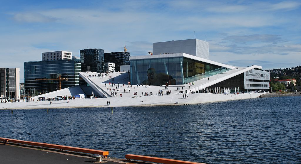 Norveška 1024px-Oslo_Opera_House_seen_from_Langkaia