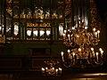 Oslo domkirke lysekroner og orgel.jpg