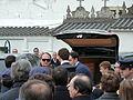 P1110173 Enterro Fraga Perbes - coche funebre, netos, filla.JPG
