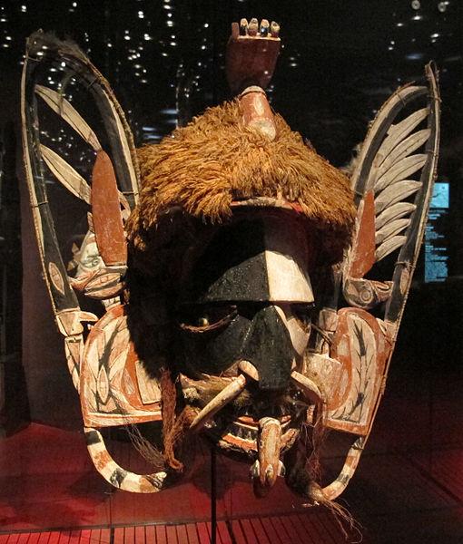 File:Papua nuova guinea, maschera per raccolta di fondi, da nuova irlanda, inizio del XX sec.JPG