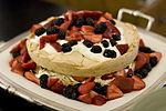 Pavlova cake 2.jpg