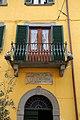 Peccioli, balcone e targa sede della democrazia cristiana.jpg