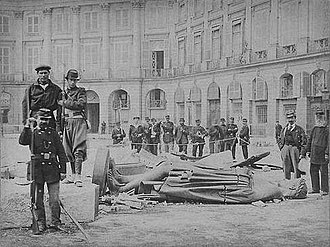 Bruno Braquehais - Communards pose with the toppled statue of Napoleon following the destruction of the Vendôme Column on May 8, 1871