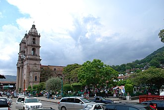 Valle de Bravo - Main plaza and San Francisco de Asis Church
