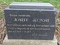 Pomník Josefu Jechovi padlému v květnu 1945 u silnice západně od Klecan (Q94443602) 01.jpg