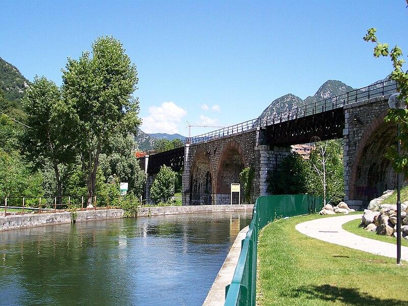 File:Pompegnino di Vobarno ex ponte ferroviario sul fiume Chiese 2008.jpg