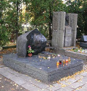 Zofia Nałkowska - Graves of Julian Tuwim (left) and Zofia Nałkowska (right) adorned with dark bronze bust, in Powązki Cemetery, Warsaw