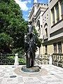 Praha, socha Franze Kafky - panoramio.jpg