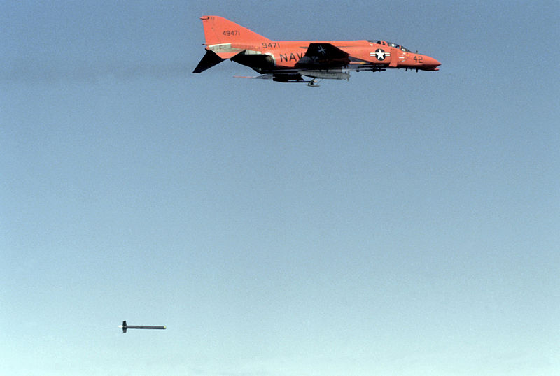 File:QF-4B in flight with tow target 1981.JPEG