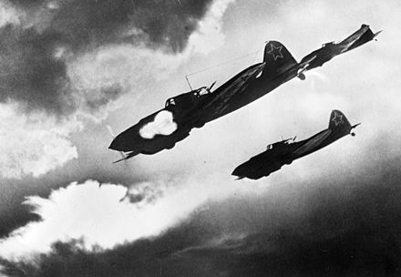 Soviet Il-2 ground attack aircraft attacking German ground forces during the Battle of Kursk (1943) RIAN archive 225 IL-2 attacking.jpg