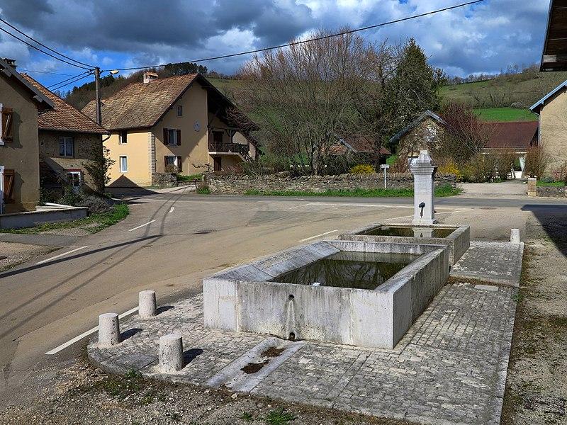 La fontaine-lavoir-abreuvoir