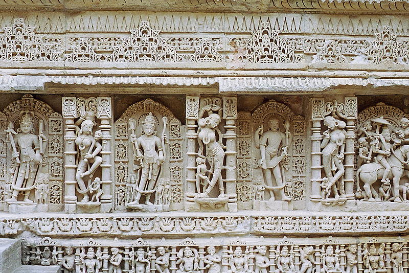 File:Rani ki Vav sculptures 02.jpg