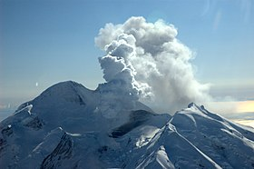 Redoubt pre-eruption 2009.jpg