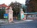 Rehabilitační klinika Malvazinky, brána.jpg