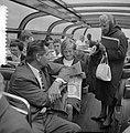 Rondvaart Europese roeisters door Amsterdam, Meike Vlas krantenbelangstelling, Bestanddeelnr 916-7176.jpg
