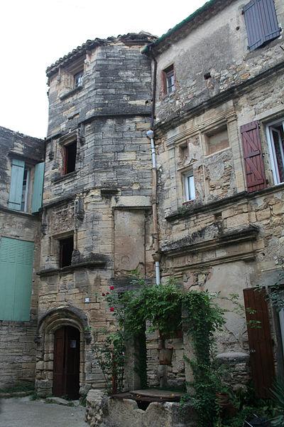 Roujan (Hérault) - château bas - escalier.