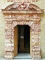 Saint-Alban-sur-Limagnole - Château - Portail de l'escalier d'hooneur.JPG