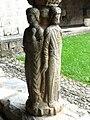 Saint-Bertrand-de-Comminges cloître statues colonnes.JPG