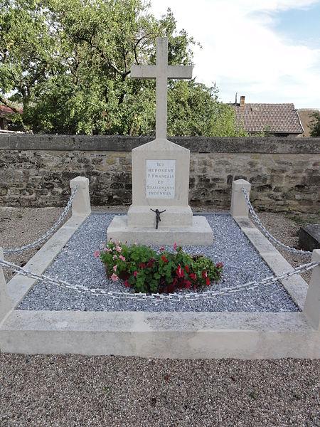 Saint-Pierrevillers (Meuse) tombe de guerre soldats français et allemands inconnues