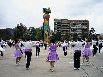 Sardana - Group dancing sardanes in Barcelona