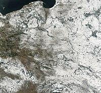 Imagem sat�lite da Pol�nia em Fevereiro de 2003.
