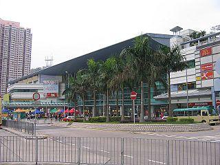 香港政府近日終於公佈《鐵路發展策略2014》,提出興建主要服務觀塘北部半山(四順及秀茂坪等地)的東九龍線。 (圖片:Sl@Wikimedia)