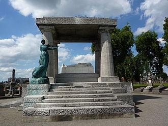 Paul Hankar - Image: Schaerbeek tombe de Charles Rogier 001