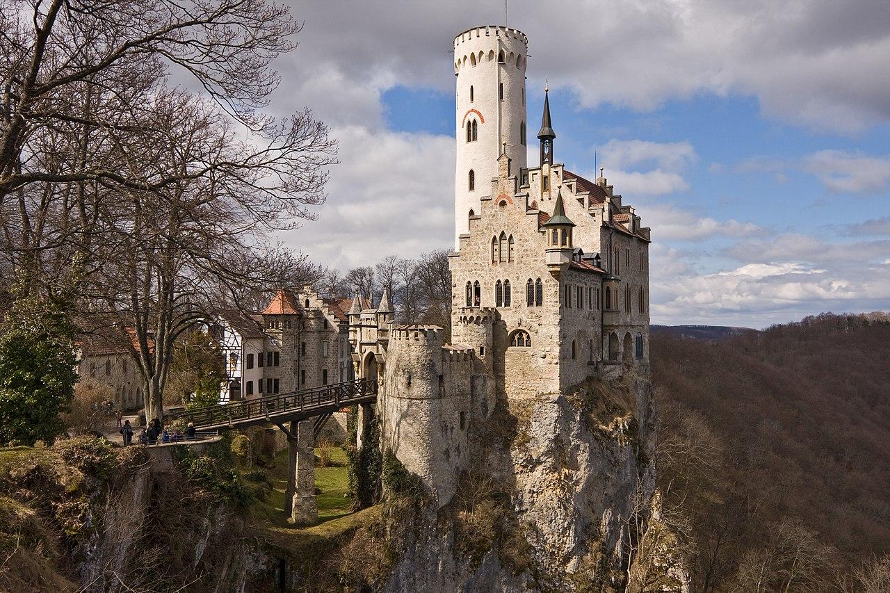 Le château de Lichtenstein, près de Lichtenstein, dans le Bade-Wurtemberg (Allemagne).  (définition réelle 3888×2592)