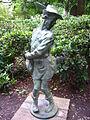 Schlosspark Köpenick - Statue Hühnerdieb.jpg