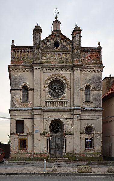 File:Senec (Szenc, Wartberg) - synagogue.JPG