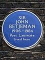 Sir John Betjeman 1906 - 1984 Poet Laureate lived here.jpg