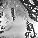 Snow River Glacier, valley glacier with firn line and mountain glaciers on the nearby mountains, August 27, 1963 (GLACIERS 6842).jpg