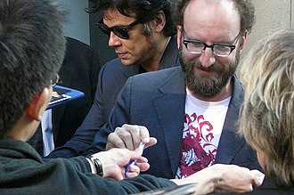 Steven Soderbergh - Soderbergh (right) and Benicio del Toro signing autographs at the premier of Che in 2008.