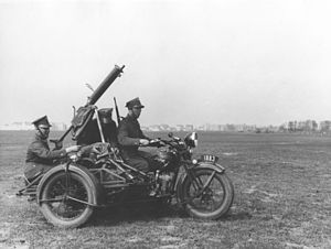 Ckm wz. 30 - Ckm wz. 30 mounted on a Polish Army motorcycle Sokół 1000 with the handle and sights adapted for anti-aircraft fire, photo from before 1 September 1939