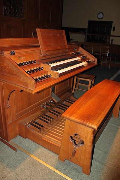 Datei:Spieltisch Orgel Neuottakring 05.jpg