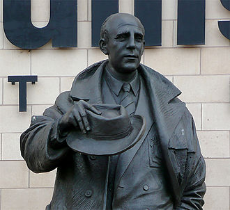 Wolverhampton Wanderers F.C. - Statue of Stan Cullis outside Molineux.