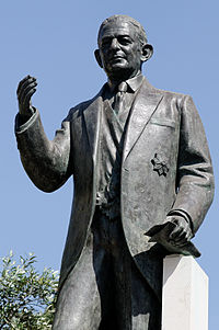 Statue Giorgio Borg Olivier Castille Square Valletta n2.jpg